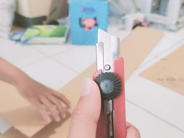 Cara Memotong Akrilik menggunakan Pisau Cutter